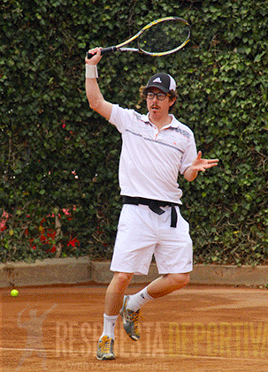 Raul C. teaches tennis lessons in Los Angeles, CA