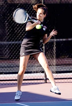 Caryn L. teaches tennis lessons in Washington, DC