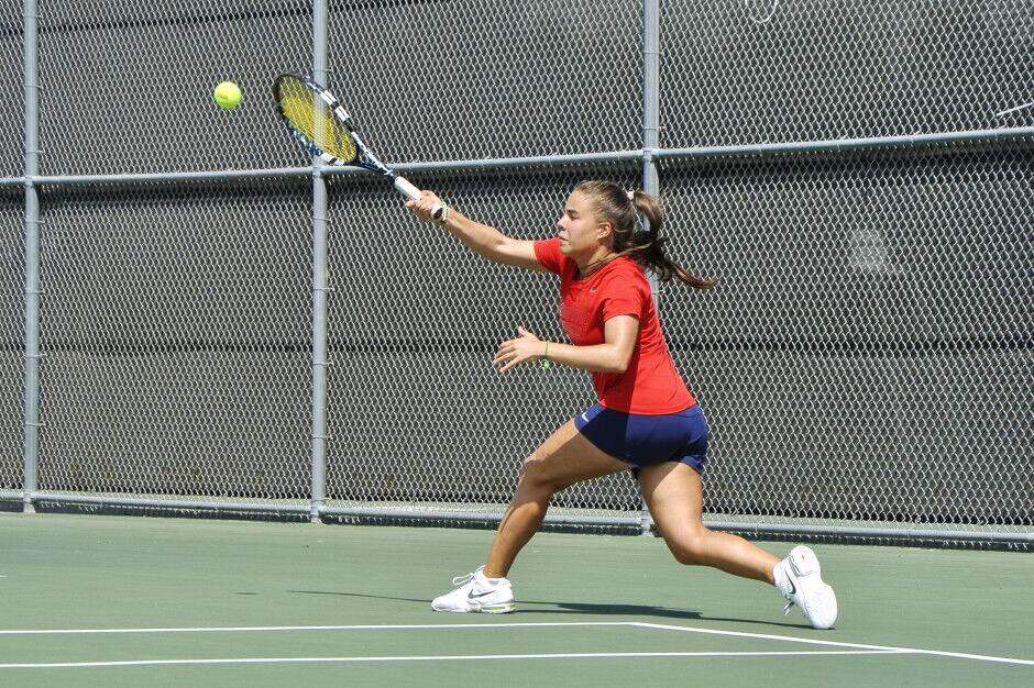 Ángela L. teaches tennis lessons in Ruston, LA