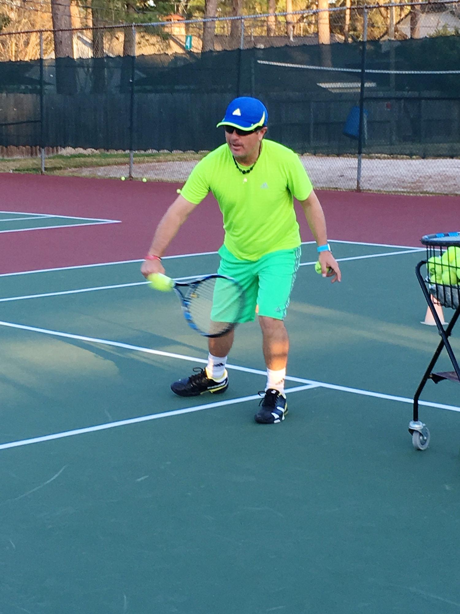 Alfredo R. teaches tennis lessons in Houston, TX