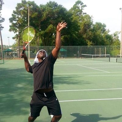 Samuel O. teaches tennis lessons in Orlando, FL