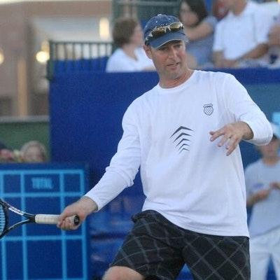 Lonnie N. teaches tennis lessons in Sacramento, CA