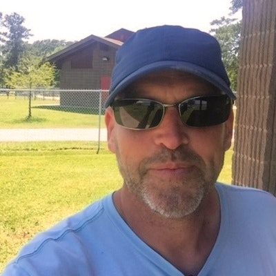 Stephen B. teaches tennis lessons in Houston , TX