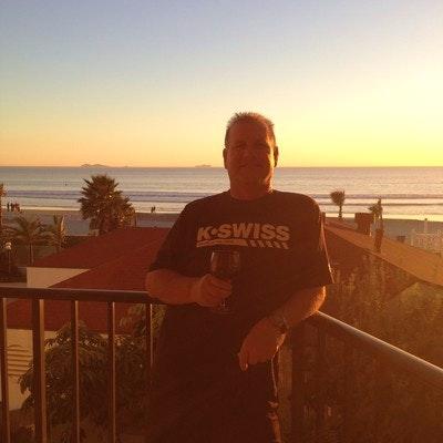 Stephen V. teaches tennis lessons in Riverside, CA