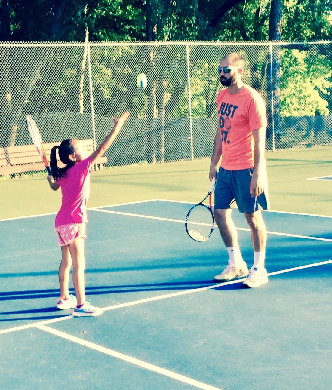 Arnaud G. teaches tennis lessons in San Antonio, TEXAS