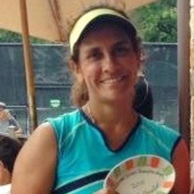 Ivett D. teaches tennis lessons in Houston , TX