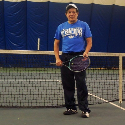 Leonardo R. teaches tennis lessons in Indianapolis, IN