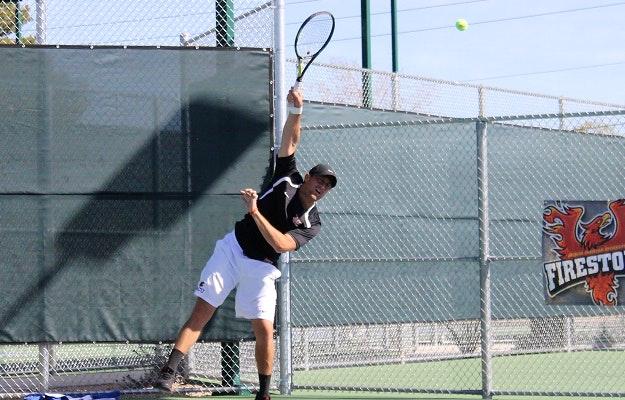 Gabriel G. teaches tennis lessons in Phoenix, AZ