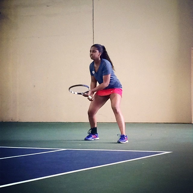Lindsay W. teaches tennis lessons in Austin , TX