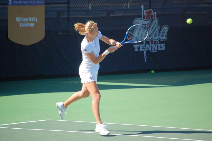 Anastasia E. teaches tennis lessons in Orlando, FL