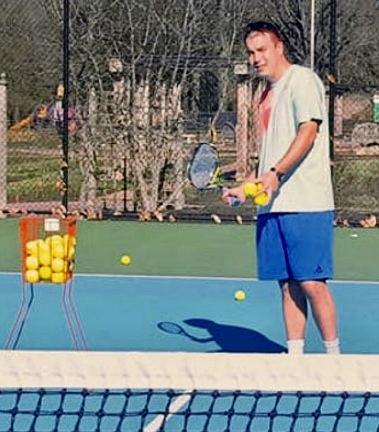 Neil M. teaches tennis lessons in Alexandria, VA