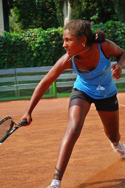 Anabel O. teaches tennis lessons in Orlando, FL