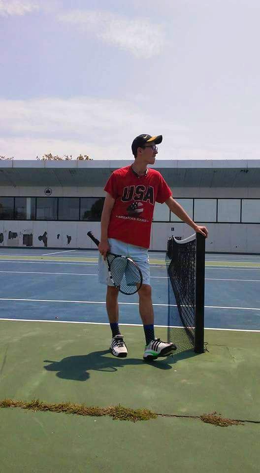 Akhror teaches tennis lessons in Brooklyn, NY