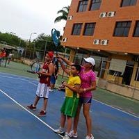 Jennifer P. teaches tennis lessons in Alexandria , VA