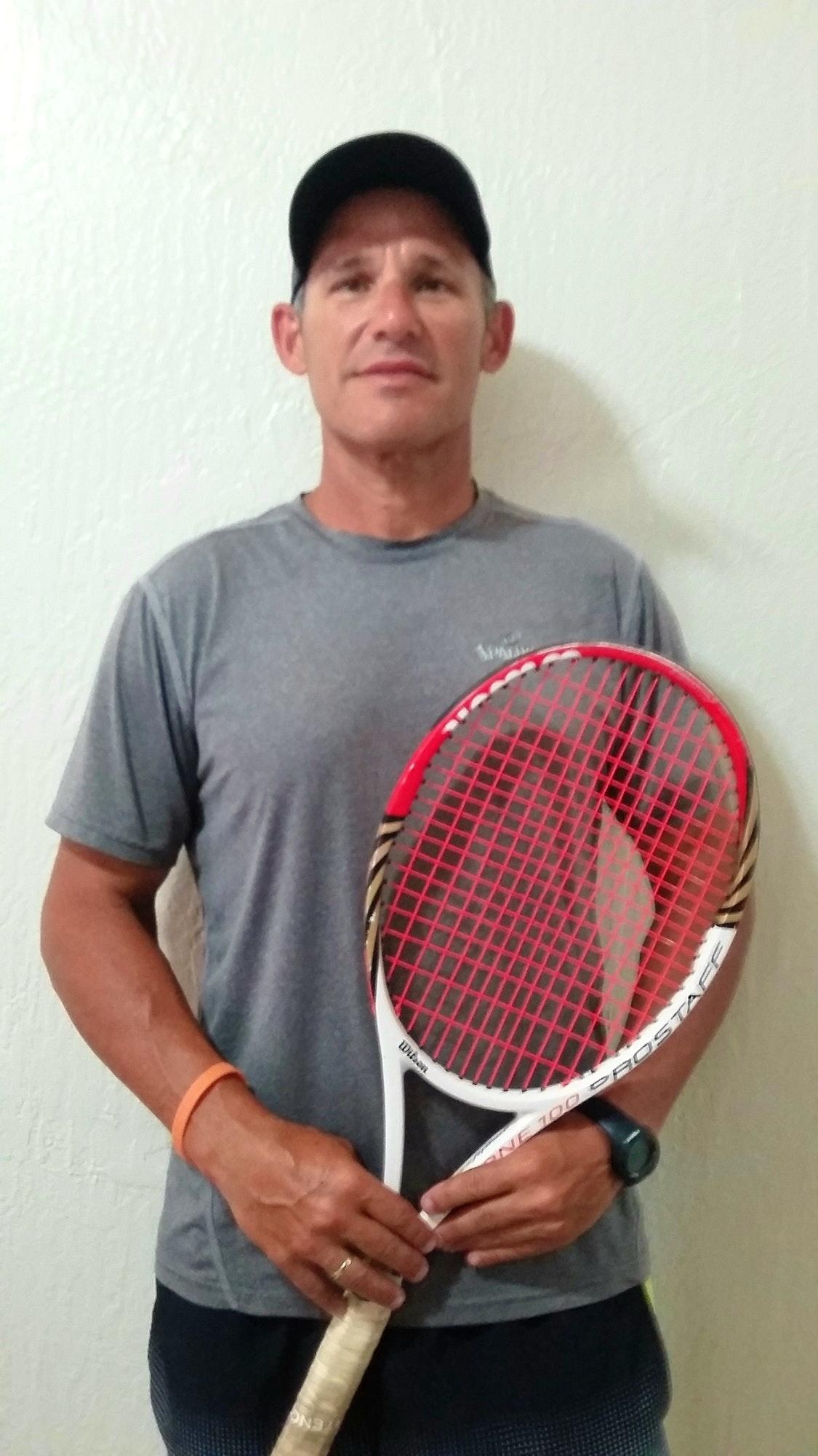 Gustavo T. teaches tennis lessons in Miami, FL