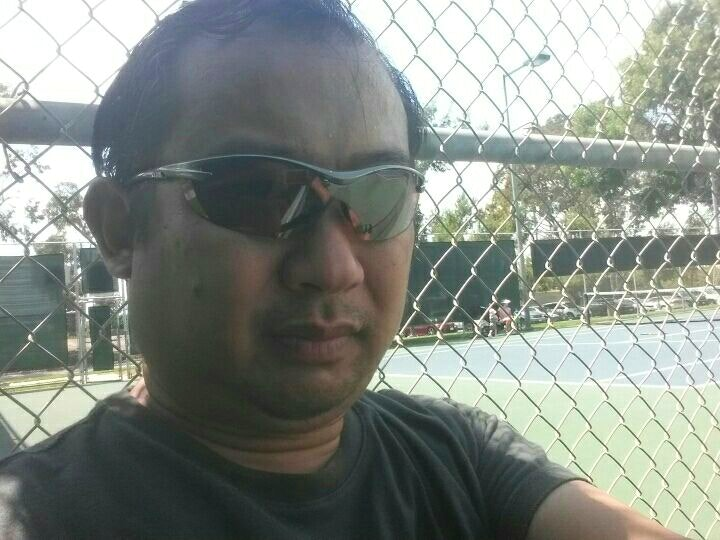 Euzebio L. teaches tennis lessons in Los Angeles, CA